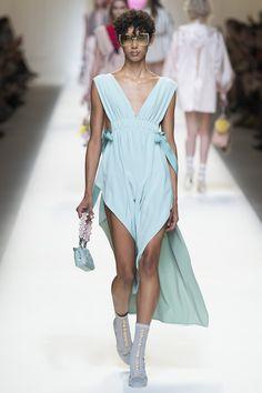 Italian luxury fashion house Fendi presented their new spring/summer 2017 collection today at Milan fashion week spring Bella Hadid Julia Nobis Binx Fashion Week, Fashion 2017, Runway Fashion, High Fashion, Fashion Show, Fendi, Vogue Paris, Pyjamas, Karl Lagerfeld