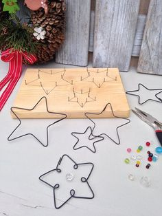 metal home accessories home accessories homeaccessories Wire FORMA - Set STARS fnfzackig / Hndlerware JitkaMorys Crafts To Sell, Diy And Crafts, Crafts For Kids, Arts And Crafts, Easy Crafts, Christmas Crafts, Christmas Decorations, Christmas Ornaments, Diy Jewellery Dish