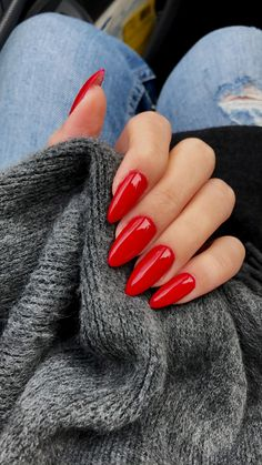 I'm starting to become obsessed with red nails.