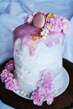 Floral + Gold Cake: How To // Classy & Kate