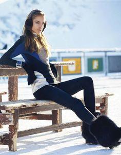 CLASSE DE NEIGE: ALMA DURAND BY STEEN SUNDLAND FOR ELLE FRANCE N°3498 11TH JANUARY 2013 Ski Fashion, Sport Fashion, Winter Fashion, Fashion Women, Snow Girl, Snow Bunnies, Winter Chic, Fleece Hoodie, Mens Sweatshirts