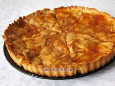 Tradičný francúzsky jablkový koláč • Recept | svetvomne.sk Apple Tart Recipe, Apple Pie, French Apple Tart, Czech Recipes, Sweet Cakes, Desert Recipes, Baking Recipes, Sweet Recipes, Sweet Tooth