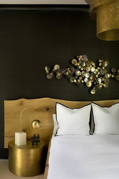The focal point of the bedroom is a metallic wall art and its black and gold combo is refined Atlanta Homes, Residential Interior Design, Dark Interiors, Contemporary Bedroom, Modern Bedroom, How To Make Bed, Beautiful Bedrooms, Decoration, Bedroom Decor
