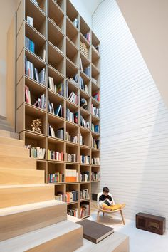 Berkley House's connected levels are anchored by a double-height library formed by stacked boxes of light wood. The wooden bookcase is built into the staircase linking the levels together. Berkley Homes, Light Oak Floors, Melbourne Apartment, Mechanical Room, Mid-century Interior, Interior Design, Two Storey House, Interior Minimalista, Wooden Bookcase