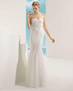 VALKIRIA - - Rosa Clará Soft 2016 Bridal Collection : http://www.itakeyou.co.uk/wedding/rosa-clara-2016-wedding-dress #weddingdress #weddinggown