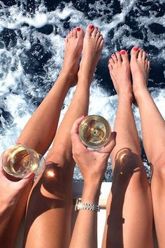 Would be amazing if I could hire a yacht for the day on Sydney harbour for my hens party!!