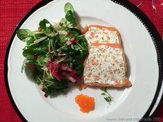 Lachs-Frischkäse-Terrine mit buntem Salat