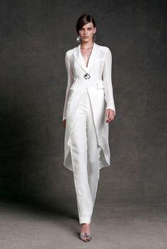 Donna Karan Resort~ White fashion couture woman's fashions pant outfit pants white white fashions on white Donna Karan, Elegantes Outfit Damen, Wedding Pantsuit, Wedding Trouser Suits, Dress Wedding, Wedding Tuxedos, Tuxedo Wedding, Modest Wedding, Wedding White