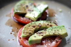 Simply slice the tomato and place the avocado wedges on top of the tomato slices. Drizzle with balsamic vinegar and sprinkle some sea salt and ground pepper, eat and enjoy! Yum, I would add basil. Gluten Free Recipes Side Dishes, Healthy Side Dishes, Healthy Foods To Eat, Raw Food Recipes, Healthy Eating, Healthy Recipes, Whole 30 Snacks, Whole 30 Recipes, Quick Recipes