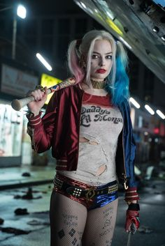 Margot Robbie Harley Quinn Daddy's Lil Monster Shirt - Suicide Squad - Stuff From TV Joker Et Harley Quinn, Harley Quinn Drawing, Harley Quinn Halloween, Margot Robbie Harley Quinn, Harley Quinn Cosplay, Costumes Harley Quinn, Harvey Quinn, Arley Queen, Suicide Squad