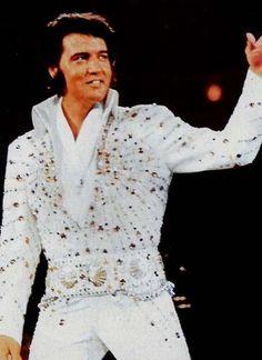 Elvis Presley,the king of Rock 'n Roll Elvis Presley Concerts, King Elvis Presley, Elvis In Concert, Elvis And Priscilla, Tupelo Mississippi, Elvis Presley Pictures, Norma Jeane, Graceland, Belle Photo