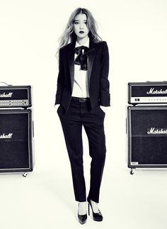 Black Tailored  Blazer with Bow and Pumps Fashion of IU