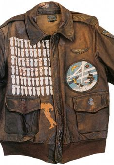 The A-2 bomber jacket is created in 1931 to members of the United States Army Air Corps . This is a zipped leather jacket horse, goat or cattle, provided cuffs and a waist knit and two flap pockets .