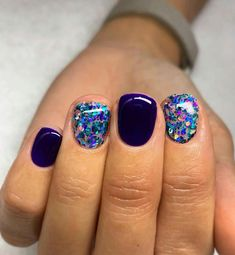 Do you want to be eye-catching in crowds or gatherings? In addition to the entire fashion wear, you may need to try these amazing shining gel nails ideas… New Year's Nails, Get Nails, Fancy Nails, Love Nails, Hair And Nails, Sparkle Nails, Glitter Nails, Nail Swag, Gorgeous Nails