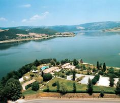 Albergo Penisola, Lago di Corbara - about 22 km from Orvieto -- we made an unplanned pit stop here and stayed for about an hour -- it was lovely!