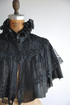 Vintage antique 1900s/1910s beaded lace Edwardian cape. High ruffle collar with neck closure. Extraordinary hand embroidered and beading detail.