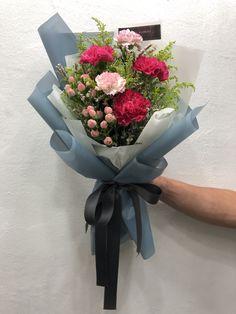 Boquette Flowers, Felt Flower Bouquet, Gift Bouquet, How To Wrap Flowers, Beautiful Bouquet Of Flowers, Luxury Flowers, Beautiful Flowers, Get Well Soon Flowers, Flower Arrangements Simple