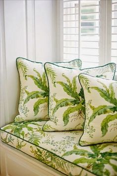 Window seat and throw pillows in a botanical print with contrast piping in dark green. (Suellen Gregory) fabrics to carry prints off the walls Home Interior, Interior Design, Pantone Greenery, Color Of The Year 2017, White Cottage, Forest Cottage, Green Rooms, Home Living, Pantone Color