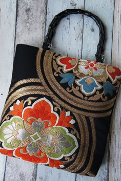 Hand made Japanese kimono (obi-belt) fabric bamboo handle bag Japanese Textiles, Japanese Fabric, Japanese Kimono, Japanese Bags, Kimono Fabric, Fabric Bags, Obi Belt, Latest Bags, Patchwork Bags