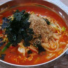 Jang Kalguksu, Korean Spicy Noodle Soup Recipe & Video - Seonkyoung Longest - My list of the most healthy food recipes Spicy Noodle Soup Recipe, Spicy Soup, Korean Dishes, Korean Food, Chili Pepper Paste, Asian Recipes, Ethnic Recipes, Good Healthy Recipes, Healthy Food
