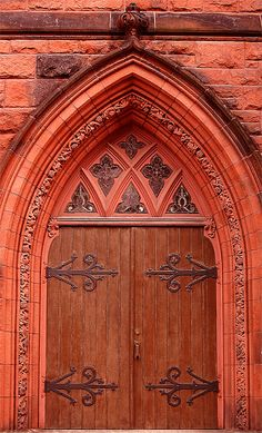 Beautiful church door in Portland, USA Cool Doors, Unique Doors, Knobs And Knockers, Door Knobs, Door Gate, Closed Doors, Windows And Doors, Gothic Windows, Doorway