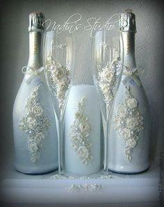 Decorative Bottles : Garrafa decorada -Read More – Wine Bottle Art, Diy Bottle, Wine Bottle Crafts, Jar Crafts, Vodka Bottle, Bottles And Jars, Glass Bottles, Wine Glass, Perfume Bottles