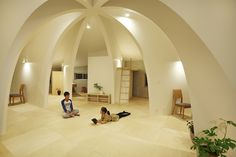 A home that consists of a simple dome with segmented spaces on a large, round surround and a common area right in the middle for a family of three.
