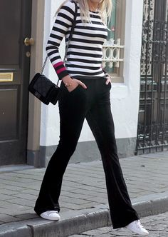 Velvet flared pants at www.my-jewellery.com | #velvet #flared #pants #stripes #trend #fashion #style #bag #city #black #myjewellery