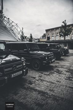 59 Ideas for cars jeep mercedes benz Mercedes G Wagon, Mercedes Auto, Mercedes Benz Autos, Mercedes Benz G Class, Benz Amg, G63 Amg, Lux Cars, Best Luxury Cars, Volkswagen Bus