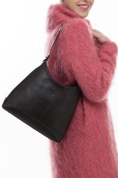 The Tara shoulder bag is a love-forever modern classic. Black Shoulder Bag, Shoulder Bags, Shoulder Strap, Designer Leather Handbags, Ladies Handbags, Suitcases, Italian Leather, Wallets, Irish