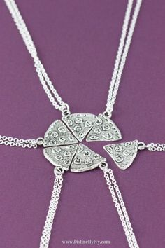 9 Cute Matching BFF Gifts For All Your Long Distance Friends Going Away To College for best friends makeup 9 Matching Gifts For Long Distance College Friends Farewell Gifts For Friends, Christmas Presents For Friends, Cute Gifts For Friends, Bff Gifts, Best Friend Gifts, Teacher Gifts, Friends Girls, Girlfriends, Best Friend Necklaces