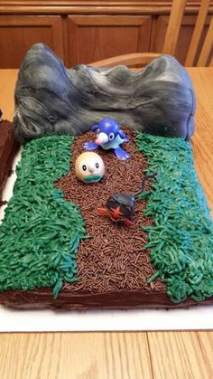 10 Carat Hill themed cake from the Pokemon Sun and Moon video game. The hill is made from Rice Krispie treats covered in tinted fondant. Pokemon Party, Pokemon Birthday, Pokemon Sun, Rice Krispie Treats, Rice Krispies, Moon Cake, 12th Birthday, Jungle Theme, Themed Cakes