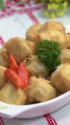 Sesuai dengan namanya, Tahu goreng krispi memiliki tekstur yang renyah namun lembut di dalamnya.  Rasanya yang gurih, membuat makanan ini banyak digemari.