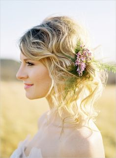 care free wedding hair #bride #weddinghair #weddingchicks http://www.weddingchicks.com/2014/02/14/dinner-for-two-wedding-ideas/