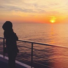 Image about hijab in muslim girl by Neno ♛queen♕ Tumblr Photography, Sunset Photography, Girl Photography Poses, Hijabi Girl, Girl Hijab, Stylish Girls Photos, Stylish Girl Pic, Profile Pictures Instagram, Profile Pics
