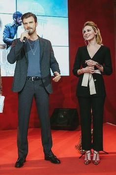 """Kurt Seyit ve Şura Rusya'dan Cannes'a Senarist Ece Yörenç, yönetmen Hilal Saral, Ay Yapım CEO'su Kerem Çatay ve Star TV Genel Müdürü Ömer Özgüner'in de yer aldığı parti sırasında sahneye davet edilen Kıvanç Tatlıtuğ ve Farah Zeynep Abdullah, """"Dizinin başarısından dolayı çok mutlu, pek çok ülkede yayınlanacak olmasından dolayı da heyecanlıyız"""" dedi."""