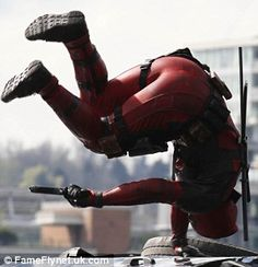 The Best Leaked Deadpool Set Photos to Hit the Internet So Far Deadpool Film, Deadpool 2016, Deadpool Art, Deadpool Stuff, Deadpool Wallpaper, Marvel Wallpaper, Ryan Reynolds, Deadpool Pictures, Action Pose Reference