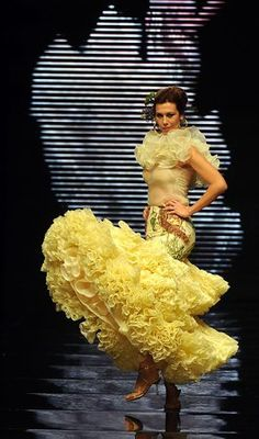 A model presents a creation by Spanish designer Curro Duran during... Photo-813941.7264 - seattlepi.com