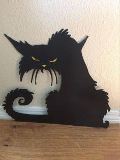Halloween Cat 15 tall x 17 wide Black gloss painted steel with either yellow or red eyes Add yard stake. halloween cat Il tuo spazio per comprare e vendere tutto ciò che è fatto a mano Halloween Tags, Halloween Yard Displays, Halloween Yard Art, Halloween School Treats, Halloween Party Supplies, Halloween Yard Decorations, Happy Halloween, Cute Halloween Costumes, Vintage Halloween