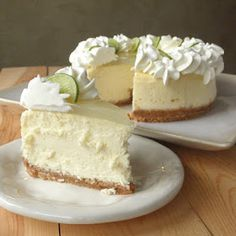 Do you LOVE CHEESECAKE? Try our Key Lime Cheesecake Copy Cat Cheese Cake Factory – Best of 2013 – Number 13 - The cheesecake tastes perfect. It's creamy, but not wet; tart, but not sour. It's a good key lime cheesecake with a lemon glaze topping. Lime Recipes, Sweet Recipes, Copycat Recipes, Gf Recipes, Italian Recipes, Cooking Recipes, Healthy Recipes, Food Cakes, Cupcake Cakes