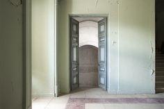 Hall by Mon Labiaga Ferrer, via Flickr