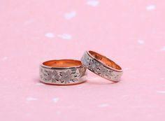 結婚指輪|花4種さくら。 栃木県からお越しのS様ご夫婦がお創りされた結婚指輪。 詳しくは、2015年6月3日の館林工房のスタッフブログ「手彫りの結婚指輪☆」でご紹介。