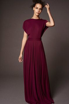 The complete Zac Posen Pre-Fall 2018 fashion show now on Vogue Runway. The complete Zac Posen Pre-Fall 2018 fashion show Fashion News, Runway Fashion, High Fashion, Autumn Fashion 2018, Dress Hats, Fashion Show Collection, Zac Posen, Simple Dresses, Beautiful Gowns