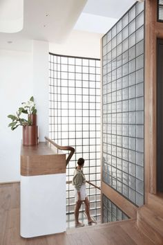 Pacific View Point by Luigi Rosselli Architects - Sydney Architecture Gallery - The Local Project Glass Blocks Wall, Block Wall, Glass Walls, Architects Sydney, Wall Design, House Design, Stair Well, Black Grout, Luz Natural