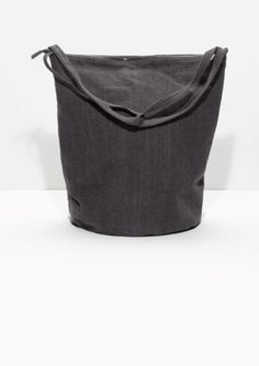 With+a+slouchy+and+generous+shape,+this+simple,+understated+shopper+is+crafted+from+denim.