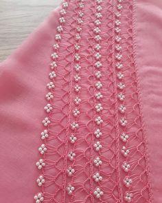 Alıntı:bu modele bayılıyorum doğrusu harika olmuş maşallah yapan arkadaşın eline sağlık 😍 . NOT: oyanın yapım videosunu profilimde öne çıkanlar bölümünden paylaştım videosunu ordan bakabilirsiniz🙋♀️🙋♀️ . @altintas.yazmaoyalari Crochet Lace Edging, Crochet Art, Love Crochet, Crochet Stitches, Lace Saree, Saree Tassels, Pearl Embroidery, Hand Embroidery, Baby Knitting Patterns