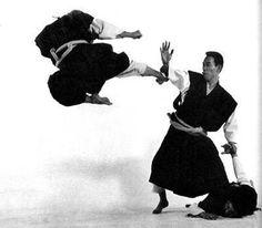 """""""Conheça mais sobre Artes Marciais – Shorinji Kempo"""", por Martim Barbosa Karate Styles, Kempo Karate, Chinese Martial Arts, Kendo, Martial Artist, Action Poses, Kickboxing, Kung Fu, Samurai"""