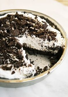 Quick and easy no bake Oreo pie recipe, homemade with simple ingredients. A crunchy oreo pie crust is filled with a decadent, rich, smooth, creamy filling. No Bake Oreo Cake, No Bake Oreo Dessert, Cheese Dessert, Oreo Pie Recipes, Best Easy Dessert Recipes, Oreo Dessert Recipes, Oreo Cookie Desserts, Mini Desserts, Easy Desserts