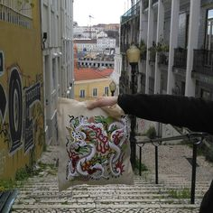 Here's our Sway collab tote on a day out in Lisbon, Portugal.   Thanks @_alice_nicolau
