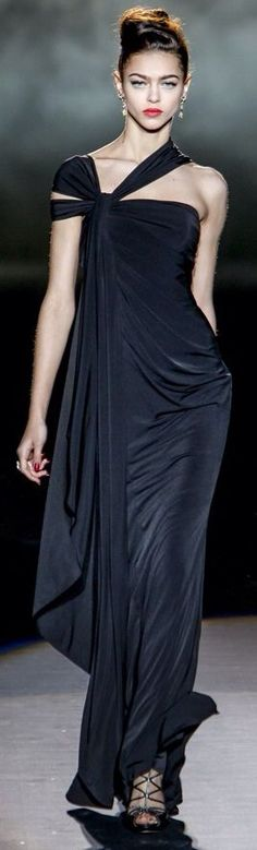 Usually I don't care for one shoulder dresses, but this Badgley Mischka, and her swagger, speak to me.